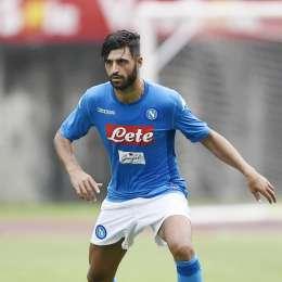 La buona notizia su Ghoulam ha convinto il Napoli: fiducia a Luperto, niente nuovo terzino sinistro