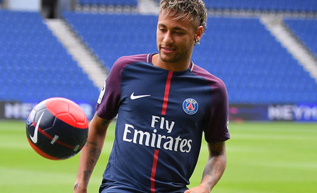 Clamoroso Neymar, scoppia in lacrime a Barcellona: vuole tornare in Spagna