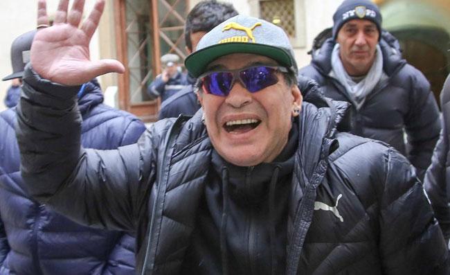 UFFICIALE – Maradona lascia la Bielorussia e torna ad allenare: ha trovato una nuova squadra