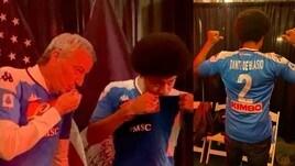 New York, il sindaco De Blasio e il figlio baciano la maglia del Napoli al Columbus Party