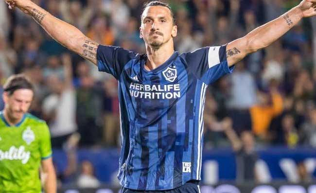 Ibrahimovic, il Napoli è in corsa! Martedì giorno cruciale per il futuro di Zlatan. Le ultimissime