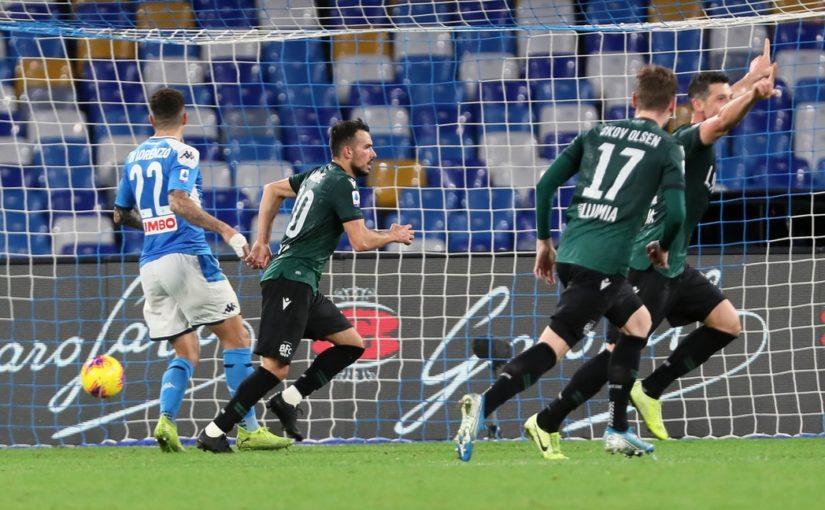 Napoli-Bologna 1-2: Skov Olsen e Sansone beffano Ancelotti