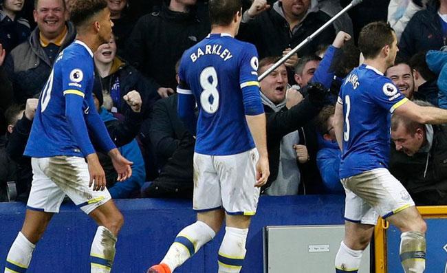 """Everton, i tifosi: """"Grazie Napoli! Come si fa a cambiare Ancelotti con Gattuso? Abbiamo già fatto 10 punti"""""""