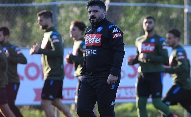 """Napoli, ritiro già finito. Tifosi furiosi: """"Ci state prendendo in giro! Dovete cacciare i traditori"""""""