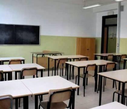 """Domani a Napoli scuole chiuse per """"allerta meteo"""". Altro che coronavirus…"""