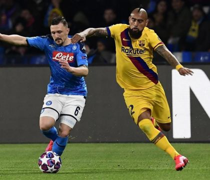 Doppia ammonizione per Vidal, Barcellona in dieci