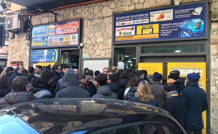Napoli, è febbre Messi: che file per i biglietti