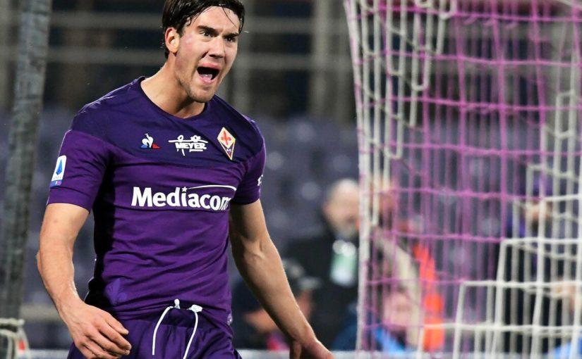 Roma e Napoli su Vlahovic: la Fiorentina vuole blindarlo