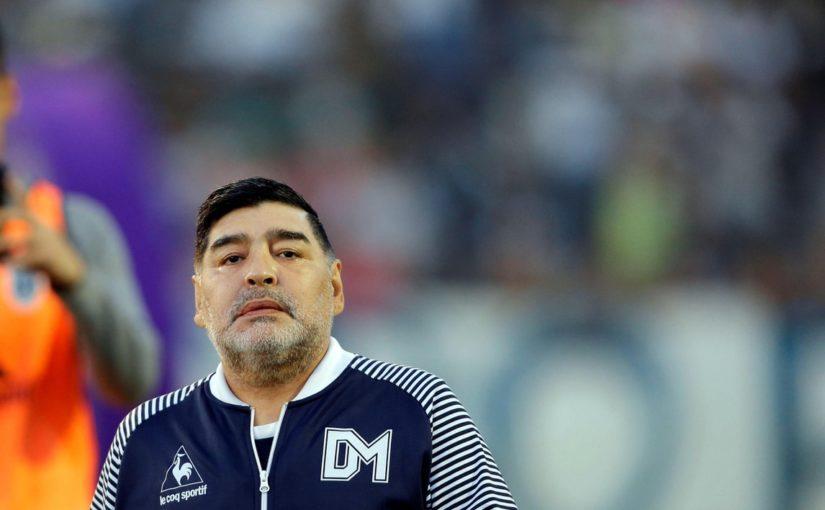 """Maradona invita Messi: """"Vai a giocare a Napoli"""""""
