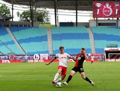 Il calcio riparte perché è un tassello dell'economia nazionale. A che rischio? Lo stabilisce lo politica