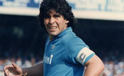 VIDEO – Napoli-Rosario Central: 0-1, quando Maradona si fece parare il rigore da un medico!