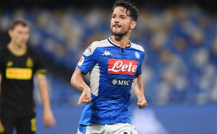 Napoli in campo con una maglia celebrativa in onore di Mertens