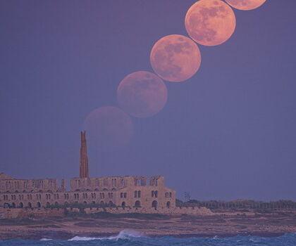 Dialogo tra Montalbano e Catarella sulle vacanze e sulla luna traversa
