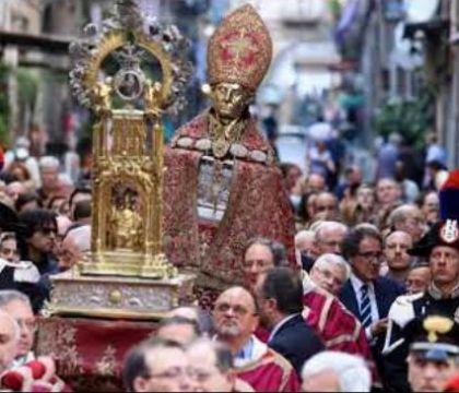 Napoli, da sette anni il Comune non paga la Deputazione di San Gennaro. Debito di mezzo milione