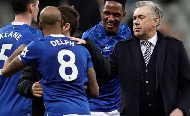 """Ancelotti può fare un gran """"bel favore"""" a De Laurentiis, in Inghilterra confermano"""
