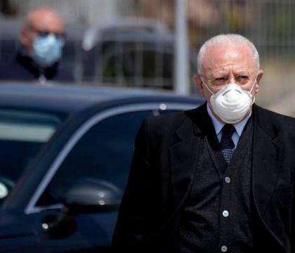 De Luca: «Alcune centinaia di delinquenti hanno sporcato l'immagine di Napoli»