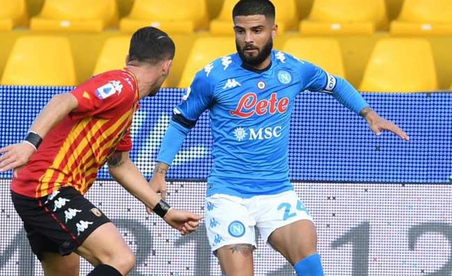 """Napoli, Insigne show con il Benevento. Le pagelle dei quotidiani lo esaltano: """"Il suo gol è poesia"""""""