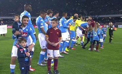 Il figlio di Insigne indossa la maglia di un altro calciatore del Napoli (FOTO)