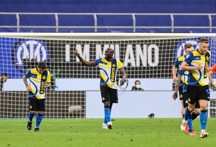 Festa abusiva per Lukaku, pronta la punizione dell'Inter, la Juve ci spera