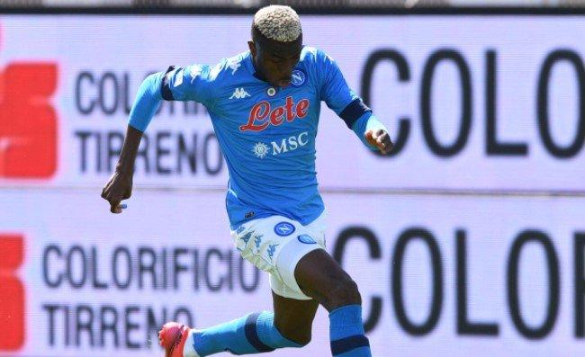 Fiorentina-Napoli, manca un rigore su Osimhen: la trattenuta è netta. Var in silenzio!