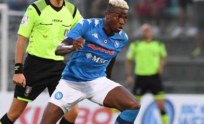Il Napoli trionfa, Fiorentina battuta: bel gesto di Osimhen dalla panchina
