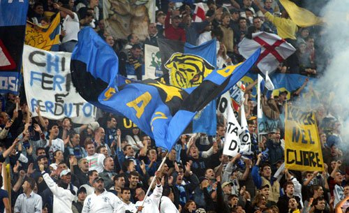 """Inter, i tifosi ai napoletani: """"De Laurentiis si faccia sentire: vogliono farvi fuori"""""""