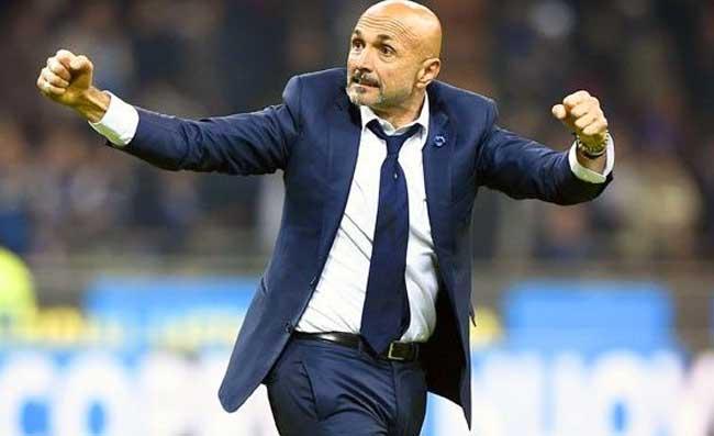 Il Napoli sembra giocare in 10, Cagliari annientato: Spalletti esulta due volte