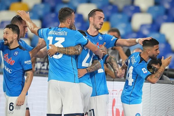 Napoli-Cagliari 2-0: Spalletti torna primo con Osimhen e Insigne