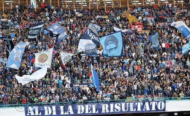 """""""Sarò con te…"""", giro di campo del Napoli a fine partita. Ferrara: """"Mi viene da ridere"""" (FOTO)"""